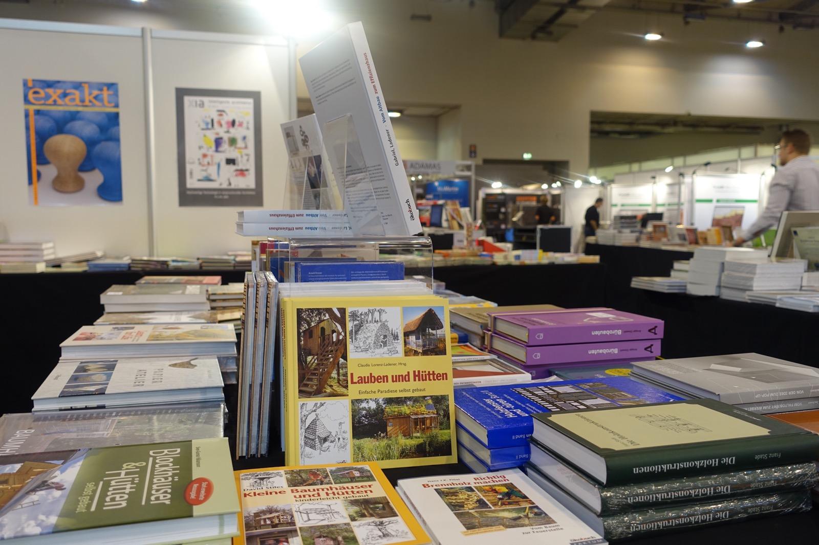 Impression DeubauKom 2016: großes Angebot an Büchern to go