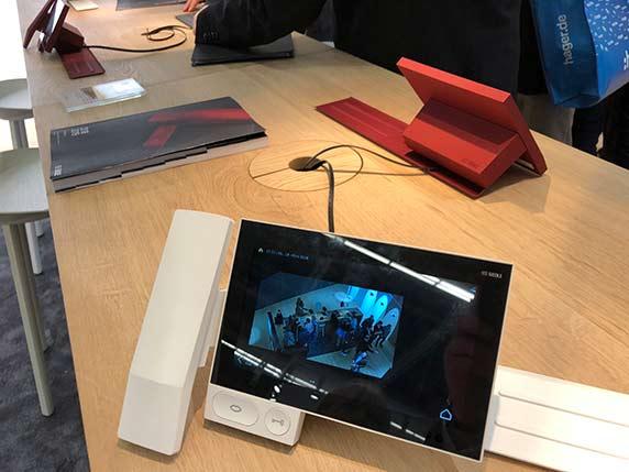 Siedles neue Türstation Axiom ist auch IP-Telefon (SIP), Videoüberwachungsmonitor, Smart Home-Frontend,...