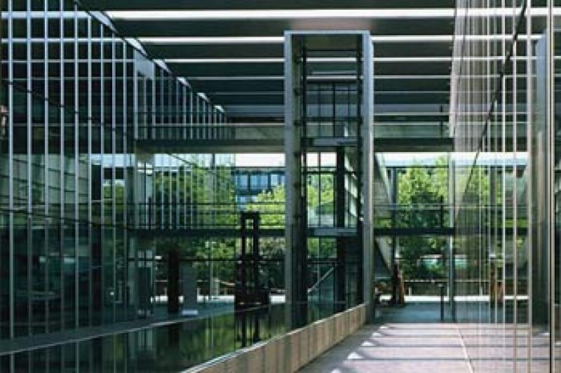 Braun Hauptverwaltung mit witterungsgesteuerter Glasfassade