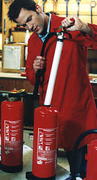 Entstehungsbrände, Feuerlöscher, Löschmittel, Brandherd, Prüfplakette
