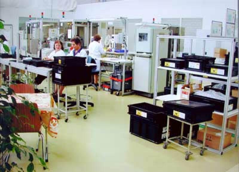 elektrostatische Entladungen, ESD, bei leitfähigen Industrieböden zum Schutz elektronischer Geräte (elektrostatisches Phänomenen)