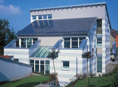 Solartechnik, Sonnenenergie, Photovoltaik, Solarthermie, Solarwärme, Solarstrom, erneuerbare Energiequellen, Solarkollektor, Photovoltaikanlage, Thermokollektoren