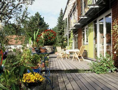 Holz, Garten, Gartengestaltung, Zäune, Sichtschutzwände, Pergolen, Pflanzkübel, Gartenmöbel, Holz-Terrassen, Gartenhäuschen, Architekten, Zimmereibetriebe, Holzarten, Kesseldruckimprägnierung