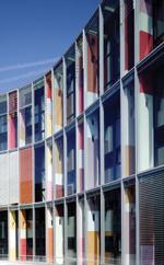 Außenraffstore, Sonnenschutz, Fassaden, Raffstore, Sonnenschutzsysteme, Blendschutz, Großlamellensysteme, Fassadenelemente, Außenraffstoresysteme, Gebäudehülle, Tageslichtnutzung, Lichtlenkung