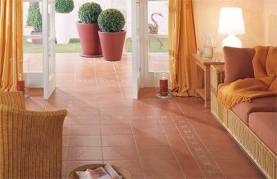 feinsteinzeug verbindet wohnraum und terrasse optisch wirkungsvoll. Black Bedroom Furniture Sets. Home Design Ideas