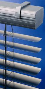 Jalousien, Vorhänge, Raffstoren, Lichtlenk-Jalousie, Außen-Jalousien, Spiegellamellen, Raffstore, Sonnenschutzsysteme, Lichtlenk-Jalousien, Hitzeschutz, Blendschutz, Tageslichtlenkung, Innenarchitektur, Sonnenschutzverglasung