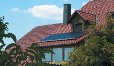 Solaranlage, Sonnenkollektoren, Solarwärmeanlage, Solarthermieanlage, Solarwärme, Solarthermie, Warmwasserbedarf, Warmwasser-Solarsystem, Sonnenenergie, Trinkwasser, Solarspeicher, Flachkollektoren