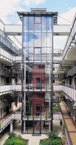 Vertikalfassaden, Pfosten-Riegel-Konstruktion, Fassadenelemente, Brandschutzverglasung, Brandschutztür, Einbruchhemmung, Luftschalldämmung, Fluchttüren