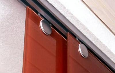neue idee f r zeitgem en sonnenschutz glasvorhang lichtschutz aus einscheiben. Black Bedroom Furniture Sets. Home Design Ideas
