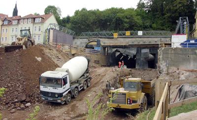 Spritzbeton, Betonbau, Spezialzement, Tunnelbau, Tunnel, Bindemittel, Baustofftechnologie, Zementwerk, Betonbeschleuniger, Portlandhüttenzement, Konstruktionsbeton