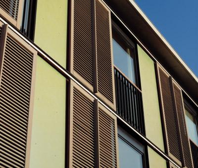 Fensterläden, Schiebeläden, Holzläden, Holzladen, Fensterladen, Schiebeladen, Laufschienen, Betondecke, Holzschiebetüren, rahmenloser Schiebebeschlag, Holztür, Glastür, Türen, Raumtrennwände