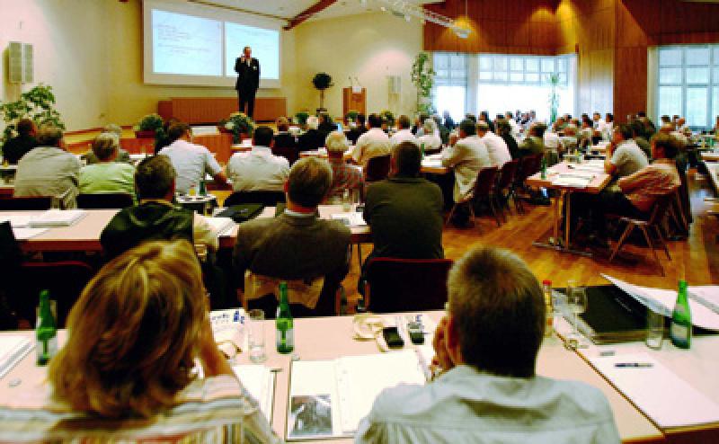 Mayener DachForum 2006, Architekturbüro, Regelung der Nachfolge in Architektur- und Planungsbüros, Rathscheck Schiefer, zeitgenössische Architektur, Altdeutsche Deckung, Moselschiefer, Aufsparren-Dämmsystem