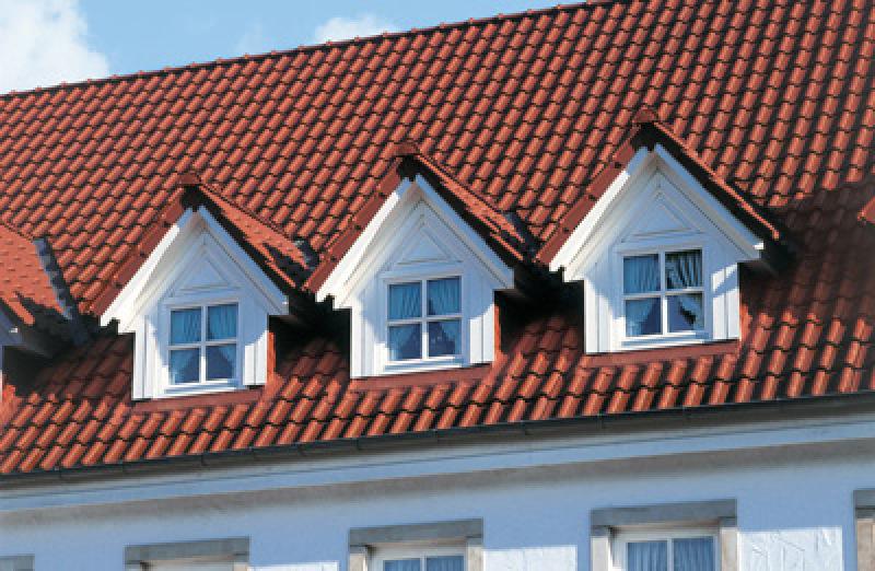 Dachdeckung, Dachpfannen, Dachziegel, Dachpfanne, Ziegeldach, Flachdachziegel, Dächer, Regensicherheit, Dach, Dachneigung, Dachsanierung, Neubau, Windkanäle, Dachfläche, Regenanlage, regensicheres Dach, geneigte Dächer, geneigtes Dach