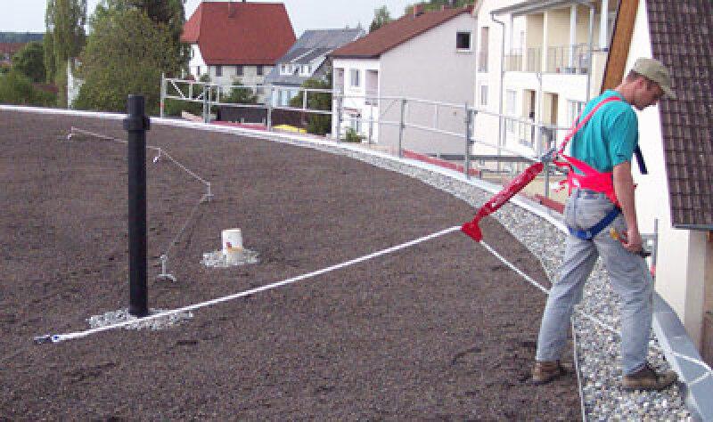 Absturzsicherung für begehbare Dachflächen