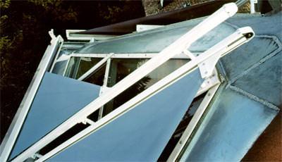 Sonnenschutz, Dachmarkise, Sonnenschutzsteuerung, Walmdach, dreieckige Festverglasung, Lüftungsflügel, Fenster, Dachschräge, Gauben-Fenstern, Sonnenschutzglas, Wintergarten-Beschattung, Markise