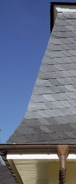 Aufstockung, Schieferdach, Altdeutsche Deckung, Dachaufstockung, Schieferdeckung, Mansarddach, Satteldach, Dachschräge, Dachstuhl, gedämmte Holzrahmenelemente, Holzrahmen, Dachgeschoss, Dachausbau, Decksteinsortierung