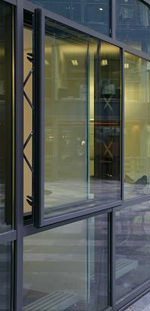 Parallelausstell-Fenster, Parallelausstell-Beschlag, Parallelaufstell-Fenster, Parallelausstellfenster, Fenster, Fensterbeschlag, Fassadengestaltung, Spaltlüftung, Kippfenster, Klappfenster, Fensterlüftung