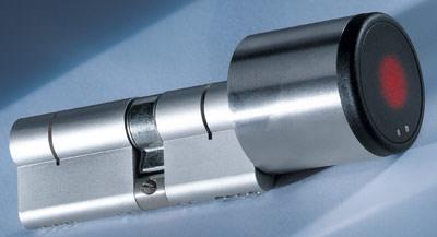 Schließzylinder, Zutrittskontrolle, Elektronik-Zylinder, Türschloß, Schließanlage, Zylinder, Türbeschlag, Beschläge, Zutrittssteuerung, Zylindertechnik, Elektronikzylinder, Schließanlagen-Management, Doppelknaufzylinder