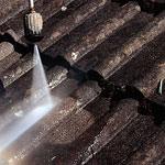 Dachsanierung: Dach reinigen