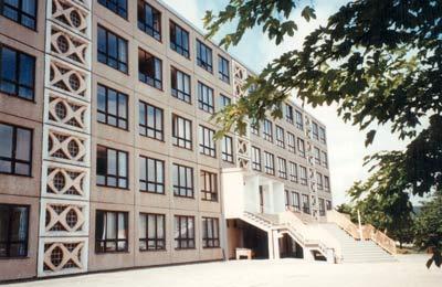 Plattenbau, Plattenbauweise, Marie-Curie-Gymnasium in Bad Berka
