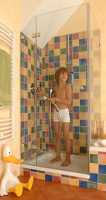 rahmenlose duschabtrennungen durch schrgschnitt auch unterm dach - Dusche Unterm Dach