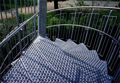 Spindeltreppe, Spindeltreppen, Treppen, Treppe, Stufen, Podeste, Spindeltreppen, DIN 1461, Gumminoppen, Rutschhemmung, rutschhemmend