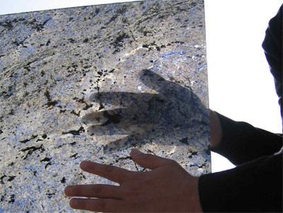 transluzenter Naturstein, Granitglas, lichtdurchlässiger Granit, Dünnsteintechnologie, Glas, hauchdünne Steinschicht, Villa Tugendhat, lichtdurchlässige Onyxwand, Onyx, Alabaster, Floatglas, Verbundglas, Sicherheitsglas