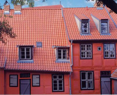 Dachziegel, Hohlziegel, Formziegel, Ziegeldach, Eindeckung, Denkmal, Denkmalschutz,restauriertes Dach, denkmalgeschützt, denkmalgeschütztes Dach, Patina, Dächer, Hohlziegel-Aufschnittdeckung, Hohlziegel-Vorschnittdeckung, Hohlziegelrunddach