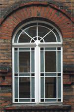 Berliner Holzfenster, Fenster, Berliner Fenster, Fensterprofil, Fensterglas, Stulpausbildung, Kämpfer, Oberlichtfenster, Denkmalschutz, Berliner Fenstertür, Terrassentür