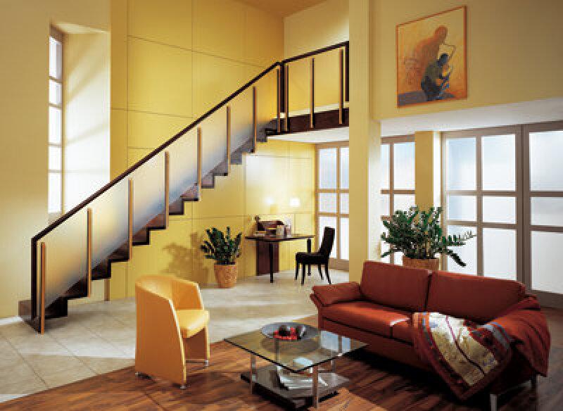 Treppe, Treppenbau, Holztreppe, Holztreppen, Treppen, Vollholztreppe, Holzwerkstoffe, furnierte Treppe, gerade Treppe, Holz, Holzsorte, Holzarten, Außentreppe, Nadelhölzer, Laubhölzer, Furnier