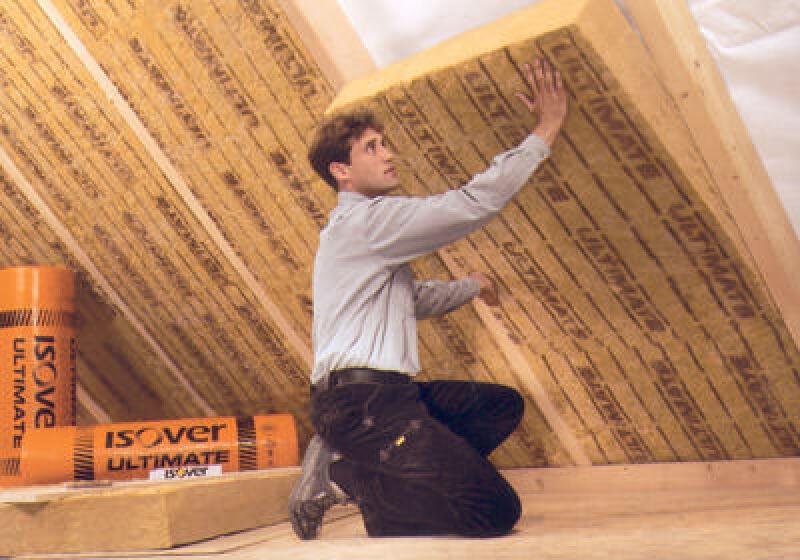 Zwischensparrendämmung ULTIMATE von Isover aus Mineralwolle für Dachdämmung und Schallschutz