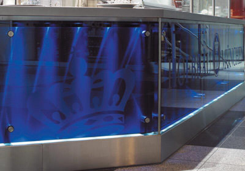 farbiges Glas, Buntglas, Glas, Colorglas, Glas Trösch, Verbundsicherheitsglas, Glasfassade, Überkopfverglasung, Glastrennwand, Isolierglas, Glasarchitektur, Sonnenschutzglas