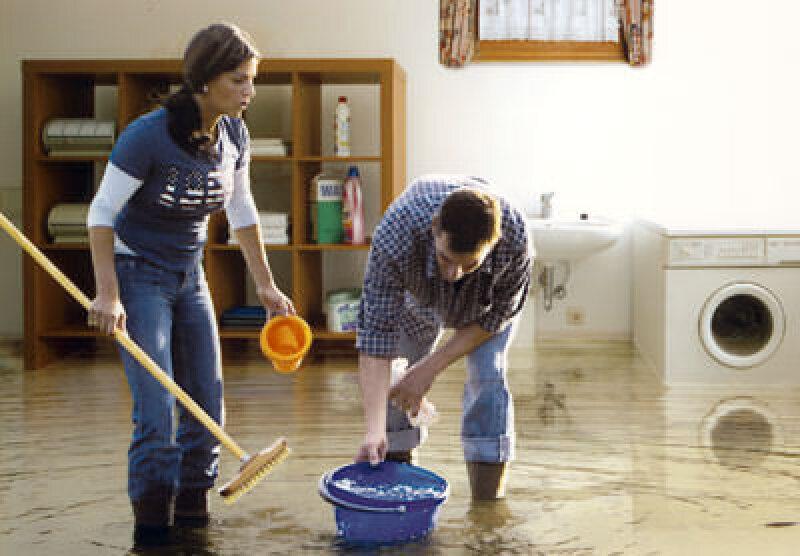 Gebäudeentwässerung, Entwässerung, Installateure, Aktion Rückstauschutz, Installateur, eindringendes Wasser, Kanalisation, drückendes Wasser