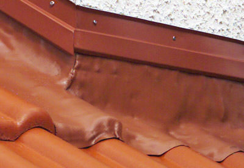 bleifreie Anformabdichtung, Anformzink, Schornsteinansschluß, Dachdurchführung, Aufkantung, eingebettete Aluminium-Streckgittereinlage