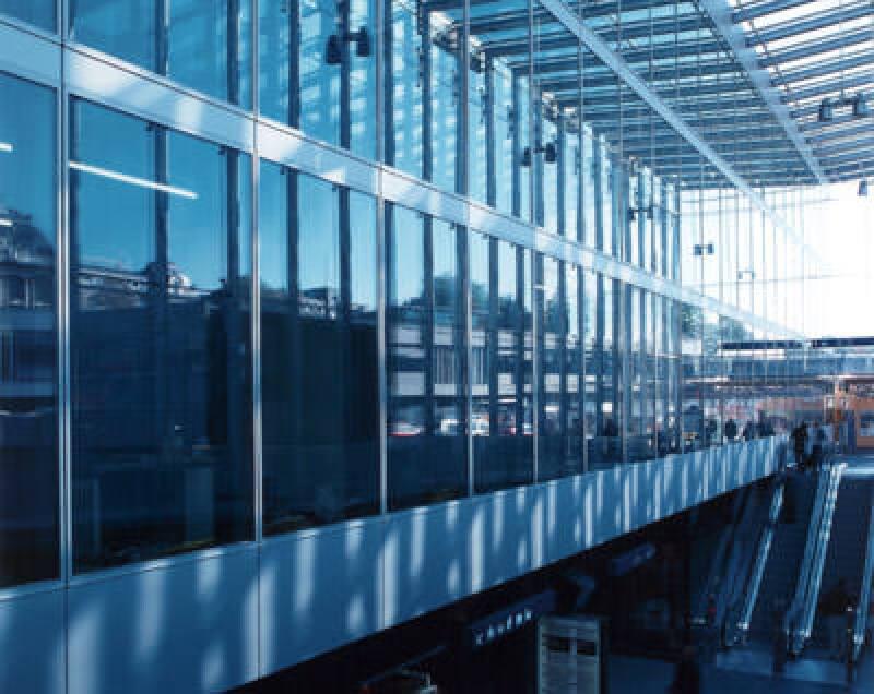Doppelfassade, Glasfassade, Berner Hauptbahnhof Bern, Fassadenpreis, Innenfassade, Außenfassade, Schweizerischer Fachverband für hinterlüftete Fassaden, SFHF, Wicona-Doppelfassade, Verkehrsarchitektur, Alu-Kasten-Elementfassaden