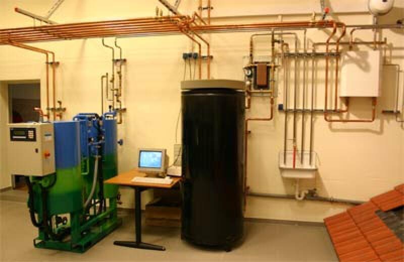 Solares Kühlen, Kälteerzeugung, Solar-Kühlungssystem, Klimatisierung, Kälteerzeugung, Absorptionskältemaschine, AKM, Solaranlage, Solaranlagen, Kälteanlage, Verdampfer-Einheit, Absorber