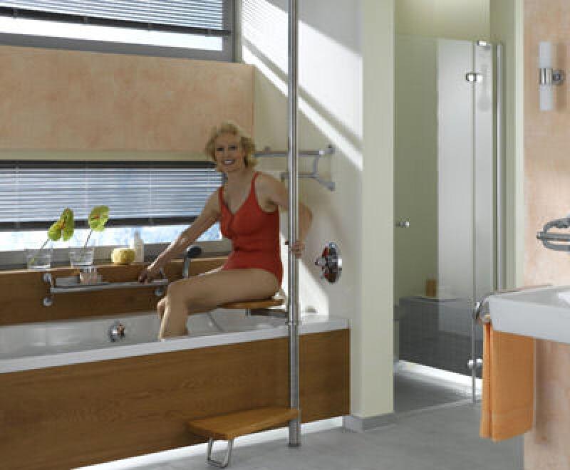 Badewanne, Nasszelle, Einstiegshilfe für Badewannen, seniorengerechtes Bad, barrierefrei Badewanne, Tritt, Trittstufe