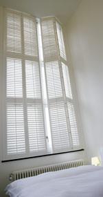 shutters fensterladen aus holz f r den innenbereich. Black Bedroom Furniture Sets. Home Design Ideas