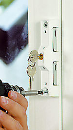 Einbruchschutz, Schließzylinder, einbruchhemmende Fenster, einbruchhemmende Haustür, Alarmanlage, Pilzkopfbeschläge, elektronische Sicherungstechnik
