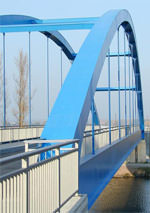 Brücke aus Stahl - geschweißte Stahlkonstruktion