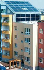 Solaranlage, Solaranlagen in der Gebäudesanierung, Modernisierungsmaßnahmen, Solaranlagen, Modernisierung, Energiesparen, BINE-Projekt, Sanierungskonzept, Solarkollektor