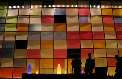 Elektrohandwerk, Elektrotechnikindustrie, Schlussbericht Light+Building 2006, Elektronikindustrie, Elektroinstallation, Elektroleuchten, elektrische Lampen, Gebäudeautomation, Installationsgeräte, Satellit, Sicherheitssysteme, Technische Gebäudeausrüstung, Leuchten, LED, Energieeffizienz, Licht