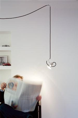 wenn lampenschirm und spot am eigenen kabel aufgeh ngt werden. Black Bedroom Furniture Sets. Home Design Ideas