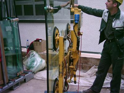 Einbau selbstreinigendes Fensterglas, Fensterscheibe, Glasarchitektur, selbstreinigende Fenster, Fensterhersteller, Flachglas, Isolierglashersteller, Selbstreinigung, Pilkington Activ, Titandioxid, Silikon