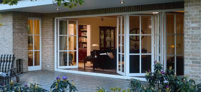 flexible terrassent ren von rekord lassen den sommer ins haus. Black Bedroom Furniture Sets. Home Design Ideas