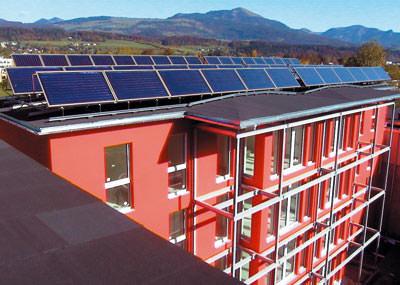 Solarheizung, Solarheizungen, Warmwasserbereitung, XL-Solarheizung, solare Heizungsunterstützung, große Wohnanlagen, Schichtlademodule, Wärmetauscher, Schwimmbaderwärmung, Hotel, Hotellerie, Solarspeicher, Pufferspeicher, Solarpumpe, Frischwassermodul