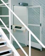 Behindertenaufzug, Aufzug für Rollstuhlfahrer, LiftTec, Anlage, Rundumverglasung