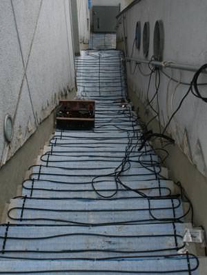 Treppenheizung, CABELTHERM-Freiflächenheizung, Freiflächenheizung, Fluchttreppe, Heizleiterschleife, Stufenkante, Feuchtefühler, Heizschleifen, Trainagenplatten, Temperaturfühler, Eismelder