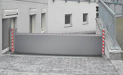 ... aus dem Beitrag '<a href='https://www.baulinks.de/webplugin/2006/1424.php4'>Patentiertes Klappschott schützt vor Überschwemmung und in Gefahrstofflagern</a>' vom 17.8.2006