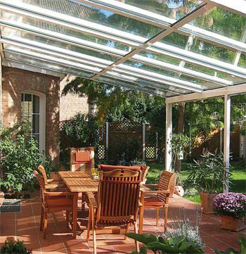 Terrassendach, Pilkington, selbstreinigende Terrassendächer, RAU arabella, Sonnenschutztechnik, selbstreinigendes Glas, Pilkington Activ, Terrassenüberdachung, Glashersteller, Aluminiumprofile, Stegplatten, Titandioxid